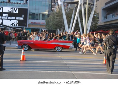 LOS ANGELES, CA- SEPTEMBER 12: Canadian singer Justin Bieber (back seat) performs at the MTV video awards 2010 outside Nokia Theater, September 12, 2010 in Los Angeles.