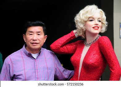 Los Angeles, CA, USA - MAY 27 2013: Tourist taking a photo with the life size wax figure of Marilyn Monroe which is displayed on the sidewalk of Hollywood Boulevard outside of Madame Tussauds Museum