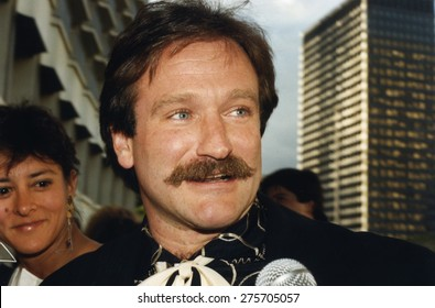 LOS ANGELES, CALIFORNIA - exact date unknown - circa 1990 - Robin Williams arrives at a celebrity event