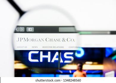 Los Angeles, California, USA - 24 March 2019: Illustrative Editorial of JPMorgan Chase website homepage. JPMorgan Chase logo visible on display screen.