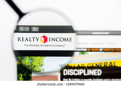 Los Angeles, California, USA - 25 March 2019: Illustrative Editorial of Realty Income website homepage. Realty Income logo visible on display screen.