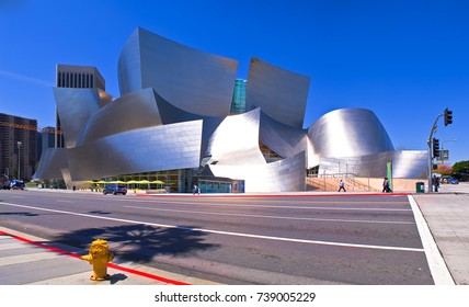 LOS ANGELES, CALIFORNIA/USA 2012: Walt Disney Concert Hall. Exterior view from street.