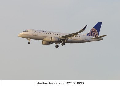 LOS ANGELES, CA/USA - FEBRUAR 11, 2018: United Express aircraft shown moments before landing at the Los Angeles World Airport (LAX).