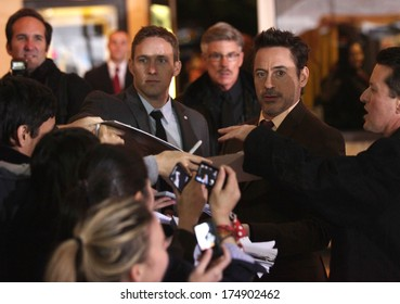 """LOS ANGELES - DEC 06:  ROBERT DOWNEY JR. arrives to the """"Sherlock Holmes A Game of Shadows"""" Los Angeles Premiere  on December 06, 2011 in Westwood, CA"""