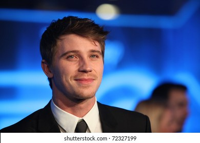 LOS ANGELES - DEC 11:  Garrett Hedlund arrives to the 'Tron: Legacy' World Premiere  on December 11, 2010 in Hollywood, CA