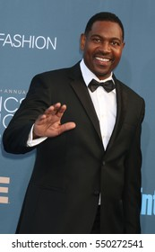 LOS ANGELES - DEC 11:  Mykelti Williamson at the 22nd Annual Critics' Choice Awards at Barker Hanger on December 11, 2016 in Santa Monica, CA