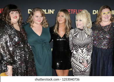 """LOS ANGELES - DEC 6:  Julie Murphy, Danielle Macdonald, Jennifer Aniston, Dolly Parton, Guest at the """"Dumplin'"""" Premiere at the TCL Chinese Theater on December 6, 2018 in Los Angeles, CA"""