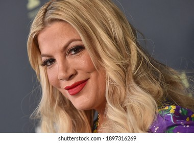 LOS ANGELES - FEB 06:  Actress Tori Spelling arrives for FOX Winter TCA 2019 on February 06, 2019 in Los Angeles, CA