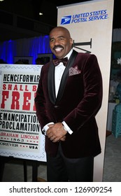 LOS ANGELES - FEB 1: Steve Harvey in the Bellafortuna Entertainment gifting suite at the NAACP awards on February 1, 2013 in Los Angeles, California