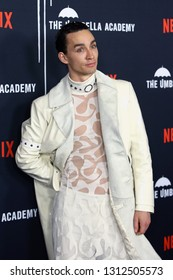 LOS ANGELES - FEB 12: Robert Sheehan at the premiere of Netflix's 'The Umbrella Academy' at ArcLight Hollywood on February 12, 2019 in Los Angeles, California,