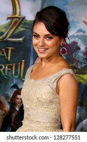 LOS ANGELES - FEB 13:  Mila Kunis at the 'Oz THe Great and Powerful!'  World Premiere at the El Capitan Theater on February 13, 2013 in Los Angeles, CA
