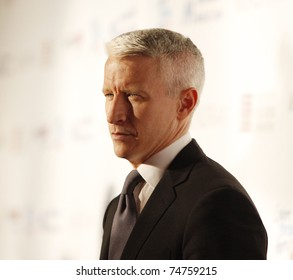 LOS ANGELES - FEB 18:  Anderson Cooper arriving at the Children Mending Hearts Gala held at the House Of Blues in Hollywood, Los Angeles, California on February 18, 2009.