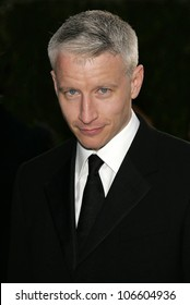 LOS ANGELES - FEB 27: Anderson Cooper at the Vanity Fair Oscar Party held at  Mortons Restaurant on 27th February 2005 in West Hollywood, California