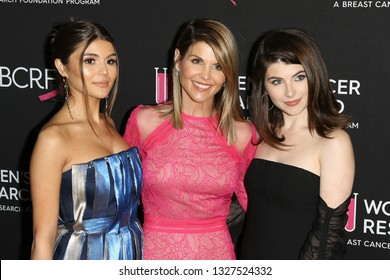 LOS ANGELES - FEB 28:  Olivia Jade Gianulli, Lori Loughlin, Isabella Gianulli at the  An Unforgettable Evening at the Beverly Wilshire Hotel on February 28, 2019 in Beverly Hills, CA