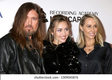 LOS ANGELES - FEB 8:  Billy Ray Cyrus, Miley Cyrus, Tish Cyrus at the MusiCares Person of the Year Gala at the LA Convention Center on February 8, 2019 in Los Angeles, CA