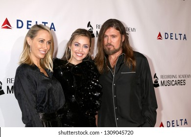 LOS ANGELES - FEB 8:  Tish Cyrus, Miley Cyrus, Billy Ray Cyrus at the MusiCares Person of the Year Gala at the LA Convention Center on February 8, 2019 in Los Angeles, CA