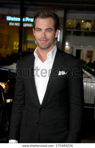 """LOS ANGELES - JAN 15:  Chris Pine  at the """"Jack Ryan: Shadow Recruit"""" Los Angeles Premiere at TCL Chinese Theater on January 15, 2014 in Los Angeles, CA"""