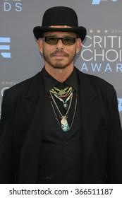 LOS ANGELES - JAN 17:  Raoul Trujillo at the 21st Annual Critics Choice Awards at the Barker Hanger on January 17, 2016 in Santa Monica, CA