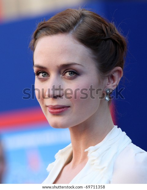 "LOS ANGELES - JAN 23:  Emily Blunt arrives at the ""Gnomeo & Juliet"" World Premiere on January 23, 2011 in Los Angeles, CA"