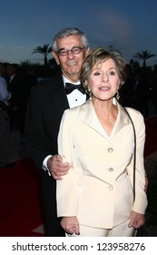 LOS ANGELES - JAN 5:  Senator Barbara Boxer and husband arrives at the 2013 Palm Springs International Film Festival Gala  at Palm Springs Convention Center on January 5, 2013 in Palm Springs, CA