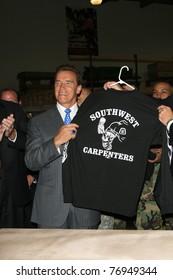 LOS ANGELES - JUL 20: Arnold Schwarzenegger at the Carpenters Union Training Center in Sylmar, Los Angeles, California on July 20, 2006.