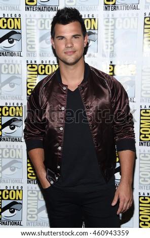 Los Angeles Jul 22 Taylor Lautner Stock Photo Edit Now 460943359