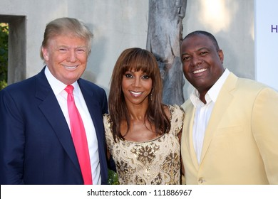 LOS ANGELES - JUL 24: Donald Trump, Holly Robinson Peete, Rodney Peete at the 12th Annual HollyRod Foundation DesignCare Event at Ron Burkle's Green Acres on July24, 2010 in Beverly Hills, CA .