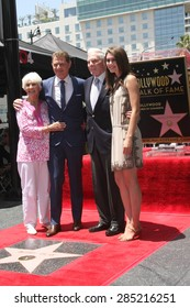 LOS ANGELES - JUN 2:  Dorothy Flay, Bobby Flay, Bill Flay, Sophie Flay at the Bobby Flay Hollywood Walk of Fame Ceremony at the Hollywood Blvd on June 2, 2015 in Los Angeles, CA