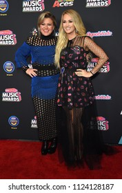 LOS ANGELES - JUN 22:  Kelly Clarkson and Carrie Underwood arrives to the Radio Disney Music Awards 2018  on June 22, 2018 in Hollywood, CA