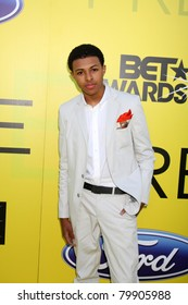 LOS ANGELES - JUN 25:  Diggy Simmons arriving at the 5th Annual Pre-BET Dinner at Book Bindery on June 25, 2004 in Beverly Hills, CA