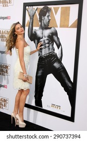 """LOS ANGELES - JUN 25:  Sofia Vergara, Joe Manganiello Magic Mike XXL Poster at the """"Magic Mike XXL"""" Premiere at the TCL Chinese Theater on June 25, 2015 in Los Angeles, CA"""