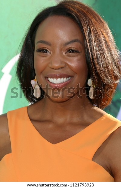 """LOS ANGELES - JUN 26:  Hilary Ward at the """"Sharp Objects"""" HBO Premiere Screening at the ArcLight Theater on June 26, 2018 in Los Angeles, CA"""