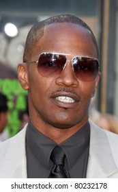 """LOS ANGELES - JUN 30:  Jamie Foxx arriving at the """"Horrible Bosses"""" Premiere at Graumans Chinese Theater on June 30, 2011 in Los Angeles, CA"""