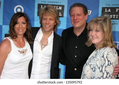 """LOS ANGELES - JUNE 24: Jon Bon Jovi and wife Dorthea with Al Gore and Tipper Gore at a Special Outdoor Screening of """"An Inconvenient Truth"""" at Grand Performances on June 24, 2006in Los Angeles, CA."""