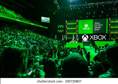 LOS ANGELES - JUNE 9:  Press gathered for Xbox One media briefing at E3 2014, the Expo for video games on June 9, 2014 in Los Angeles