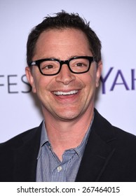 """LOS ANGELES - MAR 08:  Joshua Malina arrives to the Paleyfest 2015 """"Scandal""""  on March 08, 2015 in Hollywood, CA"""