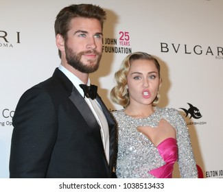 LOS ANGELES - MAR 4:  Liam Hemsworth, Miley Cyrus at the 2018 Elton John AIDS Foundation Oscar Viewing Party at the West Hollywood Park on March 4, 2018 in West Hollywood, CA