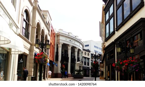 Los Angeles, California/USA– March 18, 2015: Stores on Rodeo Drive