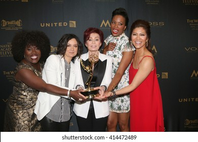 LOS ANGELES - MAY 1:  Sheryl Underwood, Sara Gilbert, Sharon Osbourne, Aisha Tyler, Julie Chen at the 43rd Daytime Emmy Awards at the Westin Bonaventure Hotel  on May 1, 2016 in Los Angeles, CA