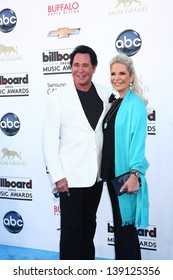 LOS ANGELES -  MAY 19:  Wayne Newton and Kathleen McCrone arrives at the Billboard Music Awards 2013 at the MGM Grand Garden Arena on May 19, 2013 in Las Vegas, NV