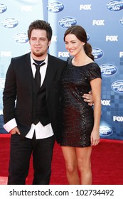 LOS ANGELES - MAY 25: Jonna Walsh, Lee DeWyze at the American Idol Finale at the Nokia Theater in Los Angeles, California on May 25, 2011