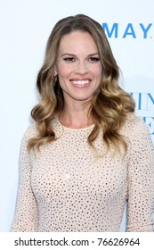 """LOS ANGELES - MAY 3:  Hilary Swank arriving at the """"Something Borrowed"""" World Premiere at Grauman's Chinese Theater on May 3, 2011 in Los Angeles, CA"""