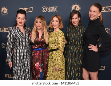LOS ANGELES - MAY 30:  Debi Mazar, Hilary Duff, Molly Bernard, Miriam Shor and Sutton Foster arrives for the Comedy Central, Paramount Network, TV Land Press Day on May 30, 2019 in West Hollywood, CA