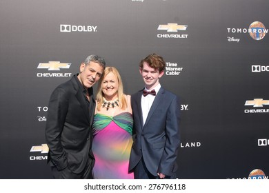 """LOS ANGELES - MAY 9:  George Clooney, special guests at the """"Tomorrowland"""" Premiere at the AMC Downtown Disney on May 9, 2015 in Lake Buena Vista, CA"""