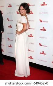 LOS ANGELES - NOV 11:  Jennifer Love Hewitt arrives at the Rock the Kabash Gala 2010 at Dorothy Chandler Pavilion  on November 11, 2010 in Los Angeles, CA