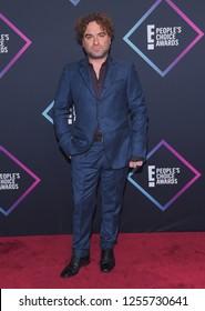 LOS ANGELES - NOV 11:  Johnny Galecki arrives for the 2018 People's Choice Awards on November 11, 2018 in Santa Monica, CA