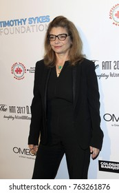 LOS ANGELES - NOV 11:  Laura San Giacomo at the 2017 D.R.E.A.M. Gala at the Montage Hotel on November 11, 2017 in Beverly Hills, CA