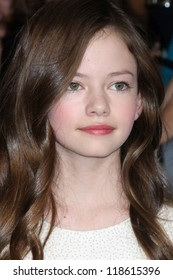 """LOS ANGELES - NOV 12:  Mackenzie Foy arrive to the 'The Twilight Saga: Breaking Dawn - Part 2"""" Premiere at Nokia Theater on November 12, 2012 in Los Angeles, CA"""