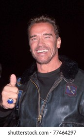 """LOS ANGELES - NOV 13:  Arnold Schwarzenegger arriving at the """"6th Day"""" Premiere at National Theater on Nov 13, 2000 in Westwood, CA"""