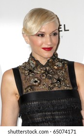 """LOS ANGELES - NOV 13:  Gwen Stefani arrives at the MOCA's Annual Gala """"The Artist's Museum Happening"""" 2010 at Museum of Contemporary Art on November 13, 2010 in Los Angeles, CA"""